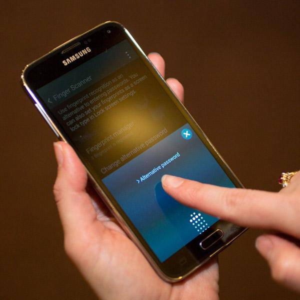 Как обмануть сканер отпечатков пальцев Galaxy S5